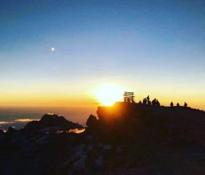 Climb Mount Kilimanjaro Tour Via Machame Route (10 Days) Packages